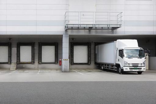 Trackyard refrigerated warehouse