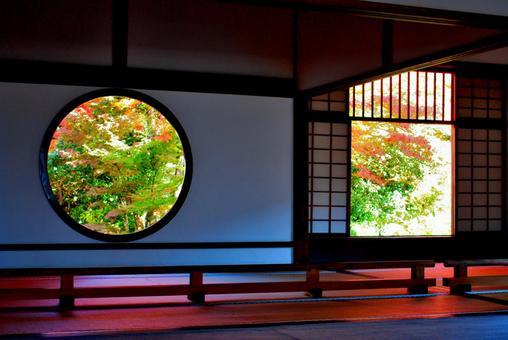 Round window and corridor