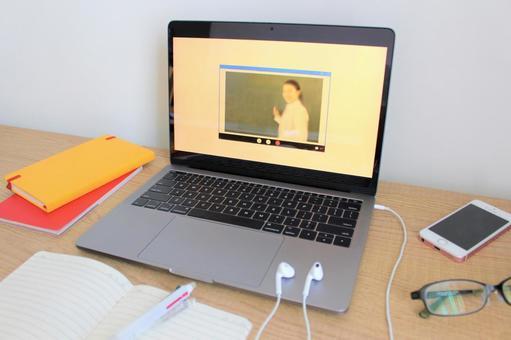 オンライン講義の写真素材|写真素材なら「写真AC」無料(フリー)ダウンロードOK