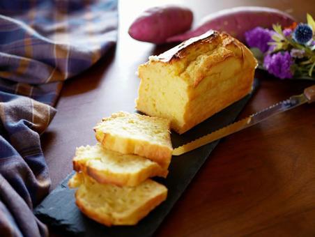 Autumn taste Pound cake made from sweet potatoes