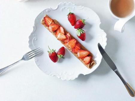 イチゴのクレープ