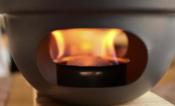 불타는 고체 연료