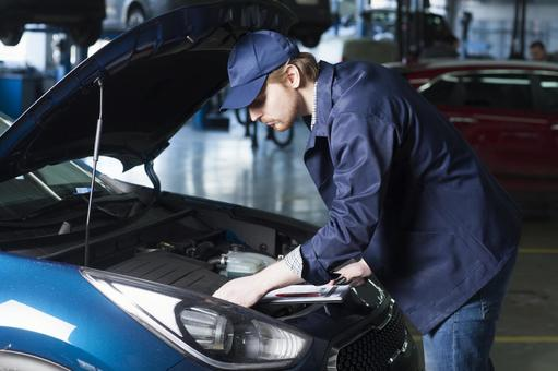 Automobile mechanic to check the bonnet 10