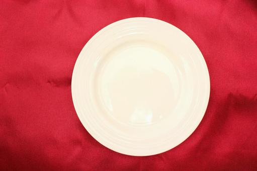 Red cloth and tableware 5