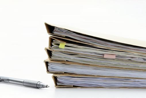 ビジネスイメージ―ファイルとボールペン