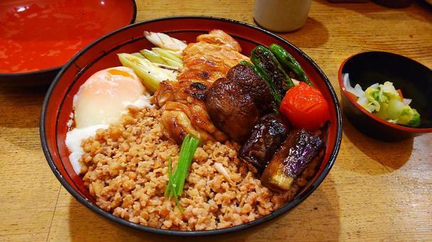 Fashionable yakitori soboro bowl close-up