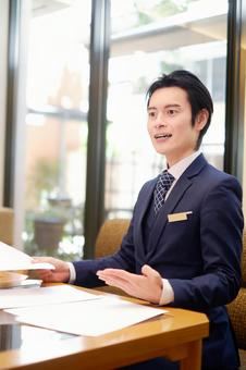 Hotel man to have a meeting 3