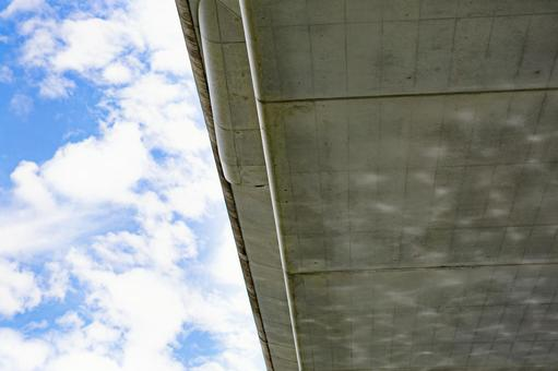 The water surface and blue sky of the river reflected in the overpass