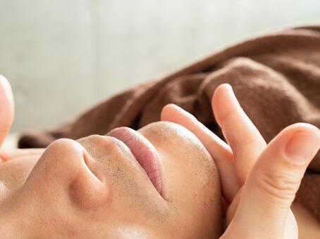 Men applying moisturizing cream after beard hair removal