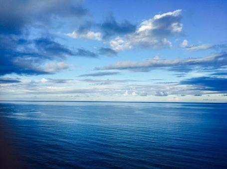 海洋和天空(藍色世界)