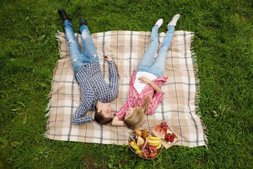 情侶3睡眠奠定了毛毯