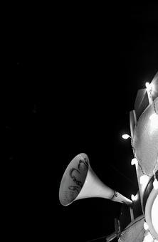 黑色和白色的揚聲器