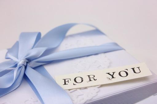 Gift box and message card 5