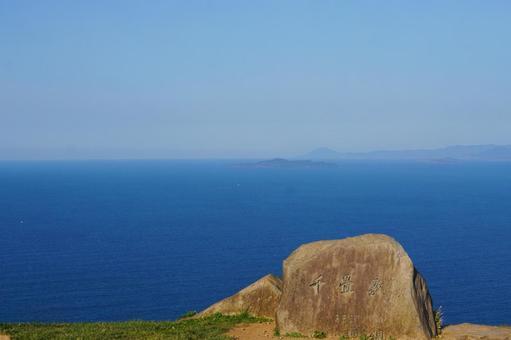 야마구치 현 나가토시 센 조우 지키에서 바라 보는 동해의 수평선과 푸른 하늘 08
