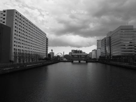 水門のある川