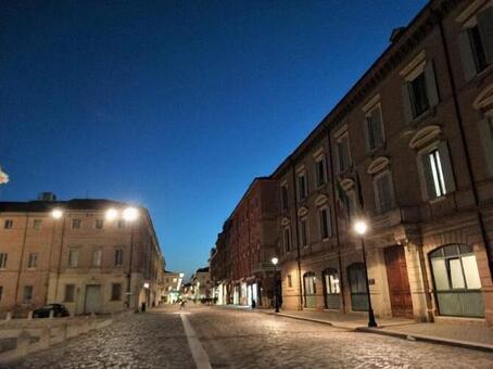 밤 유럽의 거리 풍경, 이탈리아 리미니