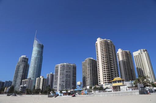 고층 빌딩 군과 푸른 하늘