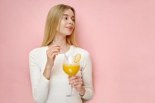 桔子汁的女人