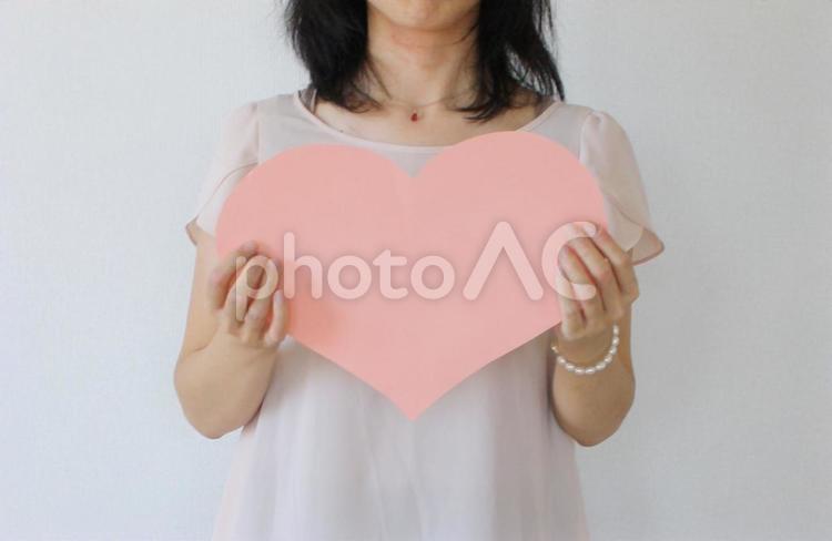 大きなハート 女性の写真