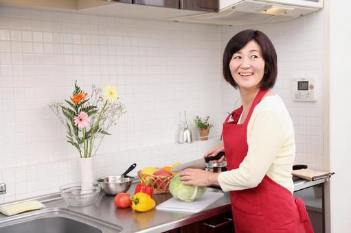 高級四個女人做飯