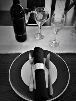 Tableware · tableware (black and white)