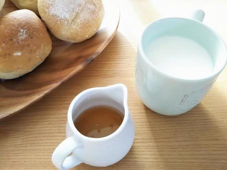 Bread, hot milk and honey