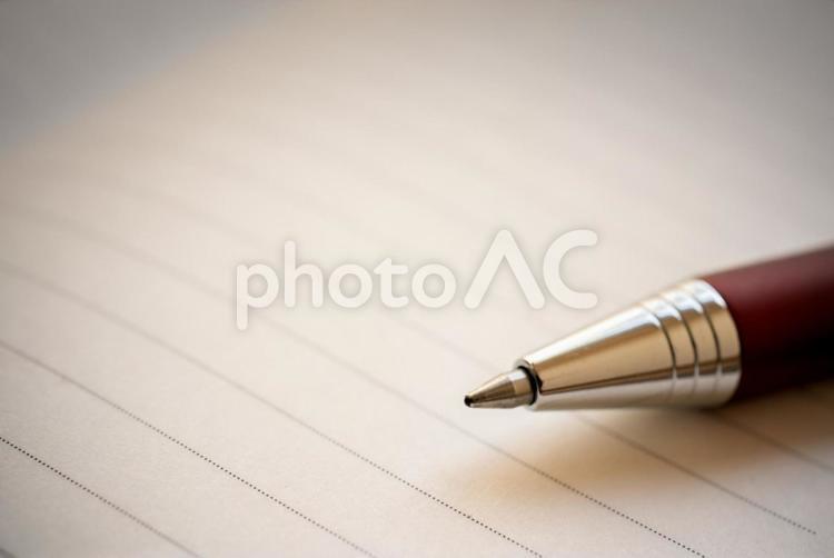 手帳とボールペンの写真
