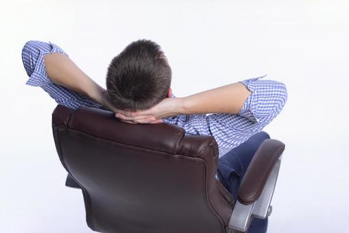 의자에 앉아 남자 11