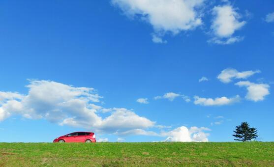 푸른 하늘과 빨간 자동차