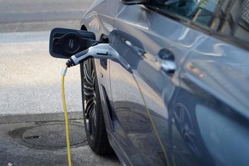Electric vehicle and charging cable