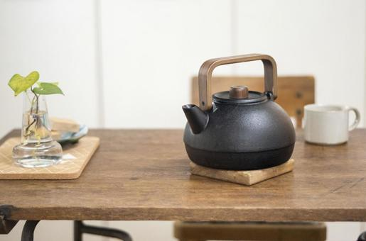 Iron kettle and cup 1