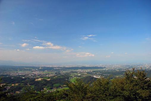 從山上俯瞰城市