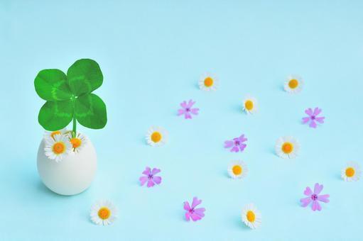 Four-leaf clover and florets