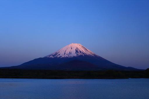 Beautiful Mt. Fuji_From Lake Shoji_Red Fuji