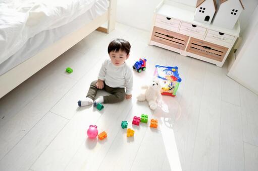 子供部屋で遊ぶ子供