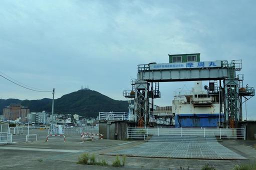 函館の風景、摩周丸と函館山