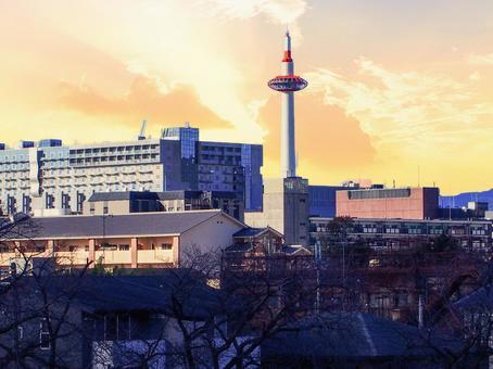 京都車站大樓日落美景的圖像