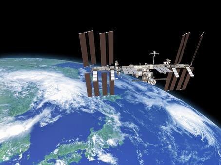 지구 위를 도는 국제 우주 정거장 (ISS)