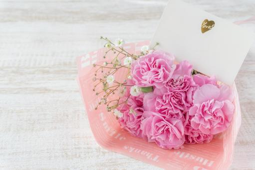 Pink carnation bouquet and card