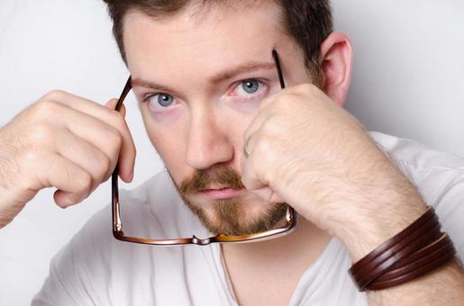 男人都在想把放置眼镜