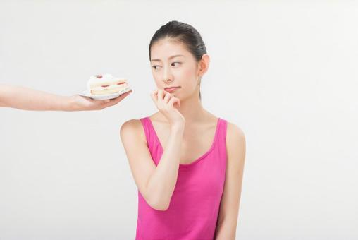 Female 1 to break the cake