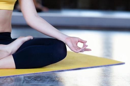 女子做瑜伽3
