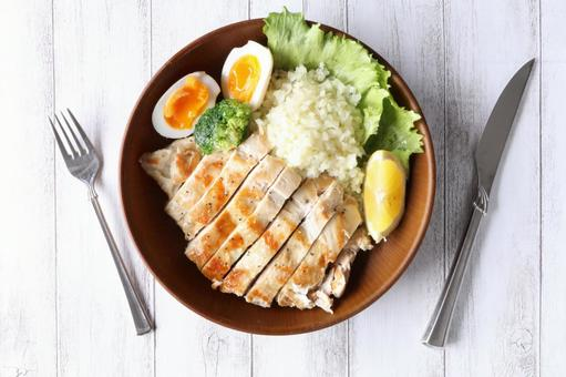 High protein, low calorie and healthy roast chicken plate