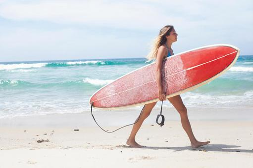 Foreign women with surfboard 4