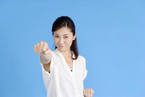 许多妇女主动空手道1的姿势