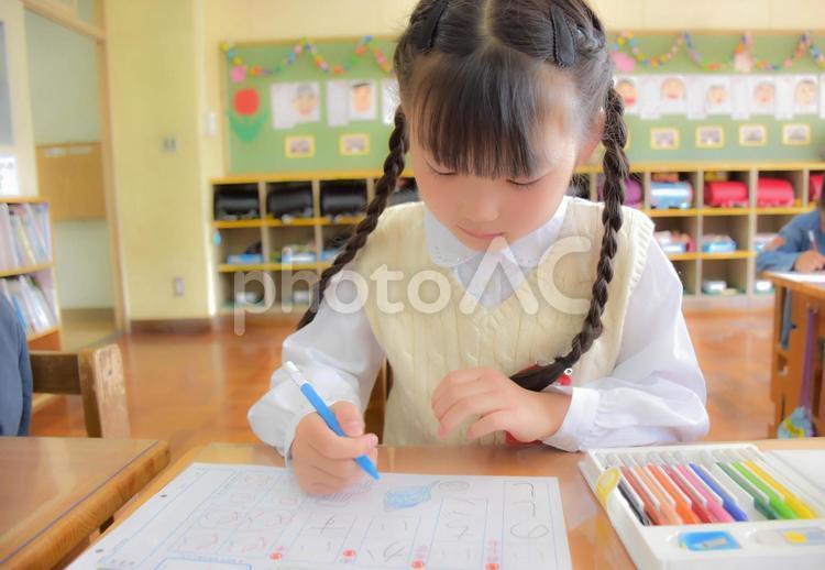 授業中の子供の写真