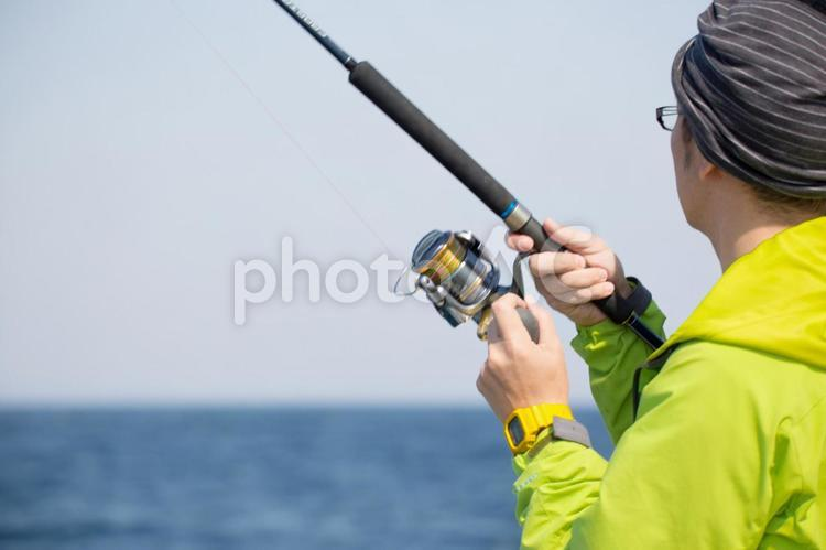 船釣りをする人の写真