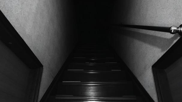 앞이 보이지 않는 어두운 계단