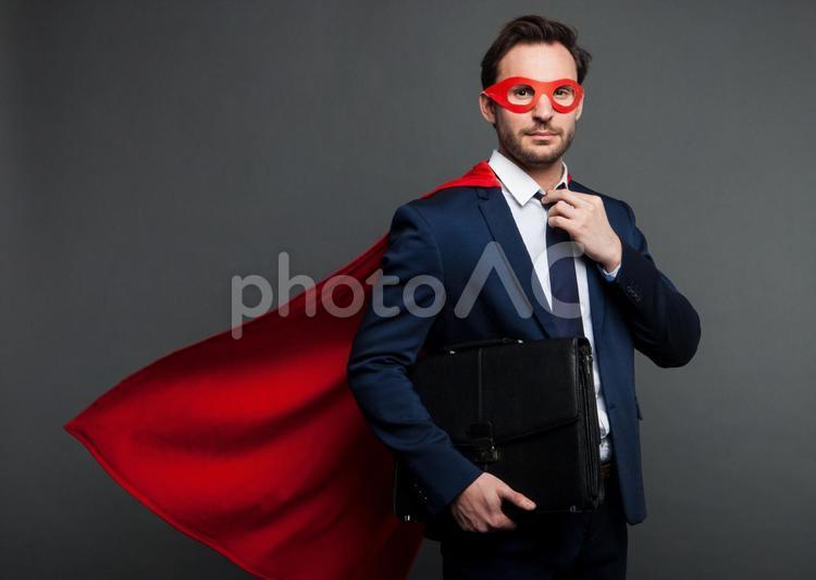 ヒーローマントをつけたビジネスマン35の写真