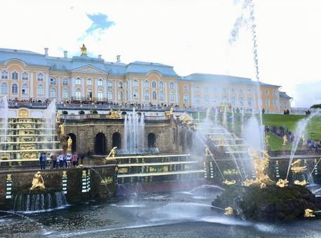 피터 대제 여름 궁전 페테르 고프, 상트 페테르부르크, 러시아.